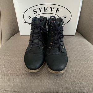 Steve Madden Ruben black leather booties size 8